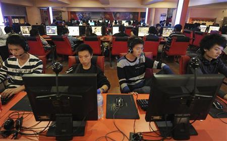 صينيون في مقهى للانترنت