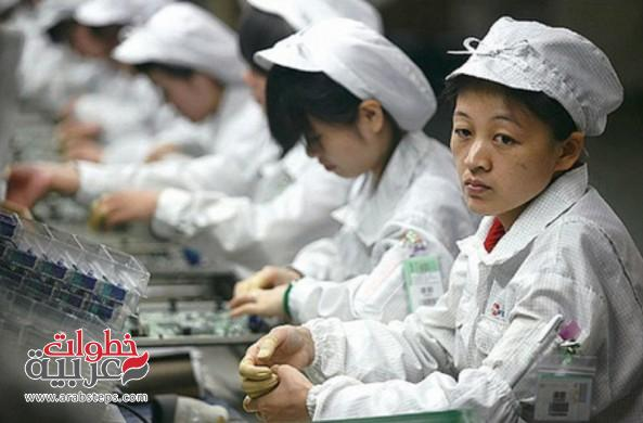 factory-workers-apple